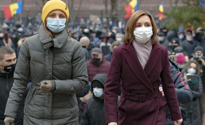 AB ve Rusya arasında bölünen Moldova'da halk sokağa indi