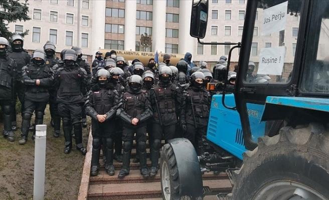 Moldova'da çiftçilerden traktörlü eylem