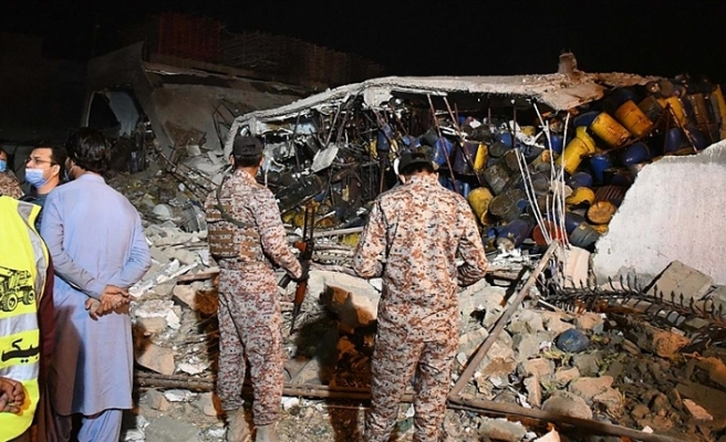 Pakistan'da patlama, ölü ve yaralılar var