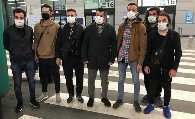 Dubai'de pasaportları alınan işçiler yurda döndü