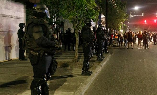 Floyd gösterilerinde polisin aşırı güç kullandığını izledi