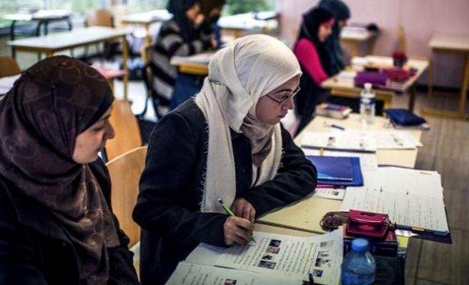 Sarkozy'nin partisinden laiklik için üniversitelerde başörtüsünü yasaklama çağrısı