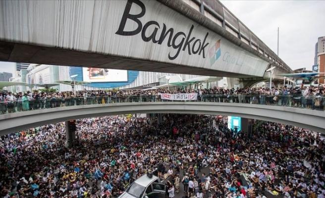 Tayland'da halk monarşiye karşı ayaklandı