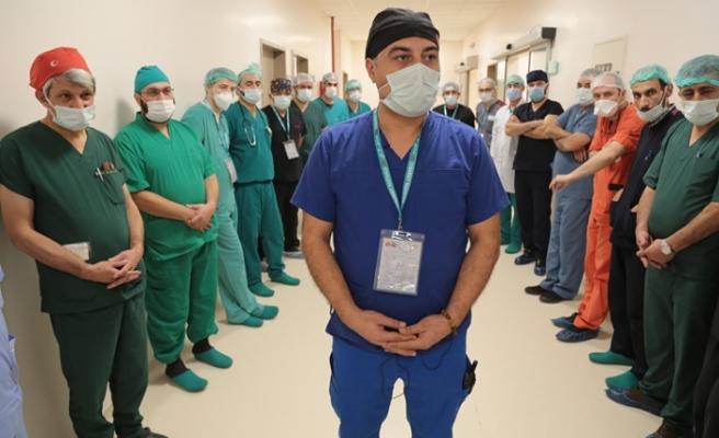 Türk doktorlar gönüllerde taht kurdu: Suriye'de 2 günde 40 başarılı ameliyat