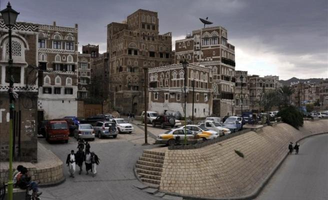 Yemen'de halk riyaldeki düşüş sebebiyle sokağa çıktı
