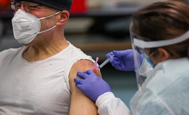 ABD'de eyaletler Kovid-19 aşı dozlarının boşa gitmemesi için uygulamaları genişletmeye başladı