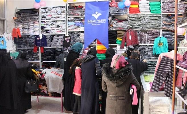 İnsan Vakfı iç savaş mağduru 1000 sivile kıyafet dağıttı