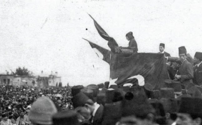 Tarihte bugün (13 Ocak): Sultanahmet Meydanı'nda büyük miting