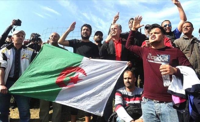 Cezayir'de protestolar ikinci yılında