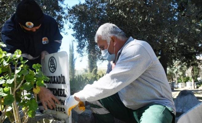 Adana'da 79 mezar onarılıyor
