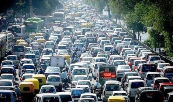 Haftanın ilk iş gününde trafik kilitlendi