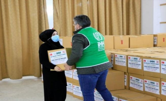 İHH, Lübnan'daki kamplardaki mültecilere yardım elini uzattı