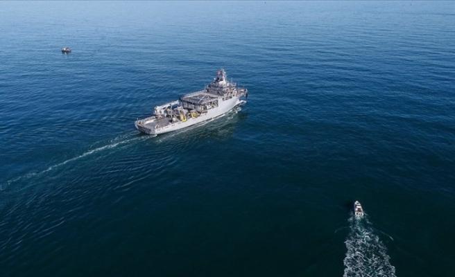 Yunan uçağı Türk gemisinin yakınına fişek attı