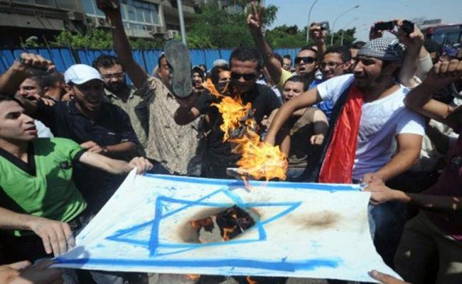 Mısır'da İsrail protestosu için Cuma hazırlığı