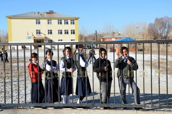 Sınırda okullar ikinci bir emre kadar tatil