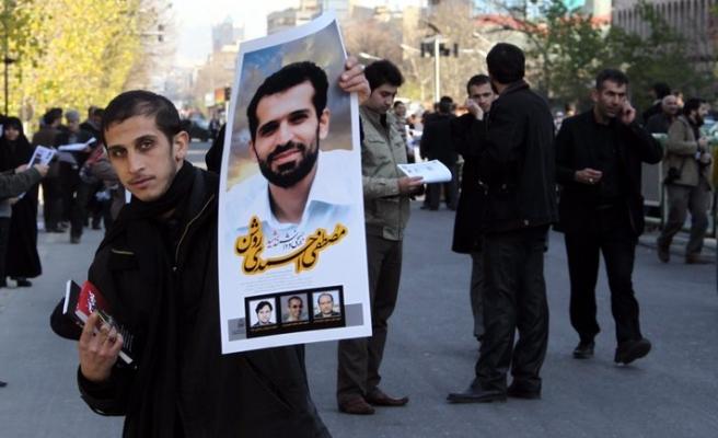 İranlı bilim adamını on binler uğurladı-FOTO
