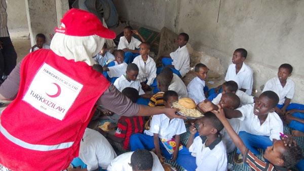Kenya'da Kızılay görevlilerine gözaltı