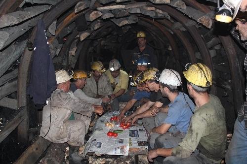 Maden işçileri ilk sahurda görüntülendi