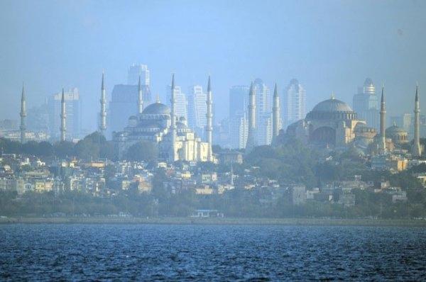 Gökdelenler İstanbul'da sıcaklığı üç derece arttırdı