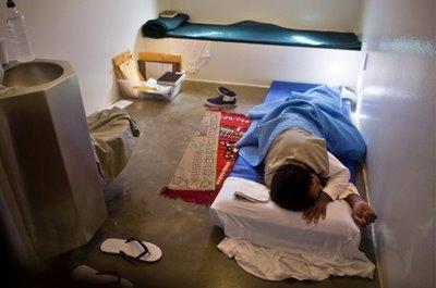 Guantanamo'da üç mahkum hastaneye kaldırıldı