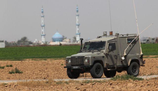 Filistinli genç yerleşimcinin aracını taşladı