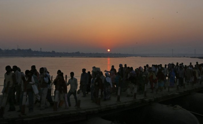 30 milyon Hindu Ganj Nehri'ne girdi-FOTO