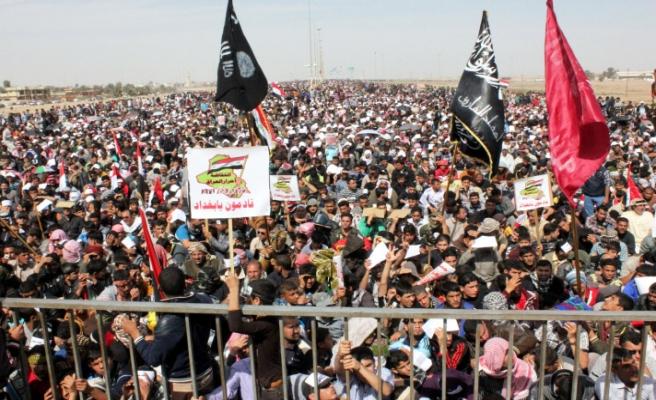Iraklılar meydanlara akın ediyor
