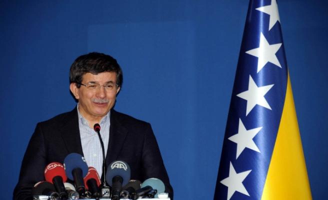 Davutoğlu, İzzet Begoviç'i anlattı