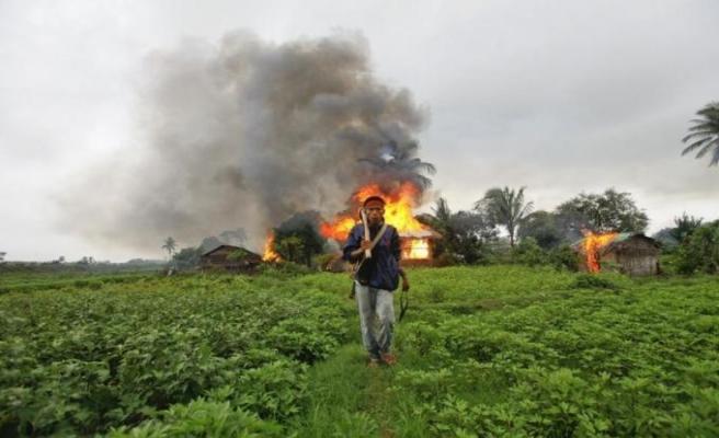 Myanmar'da yine Müslüman katliamı: 10 ölü...