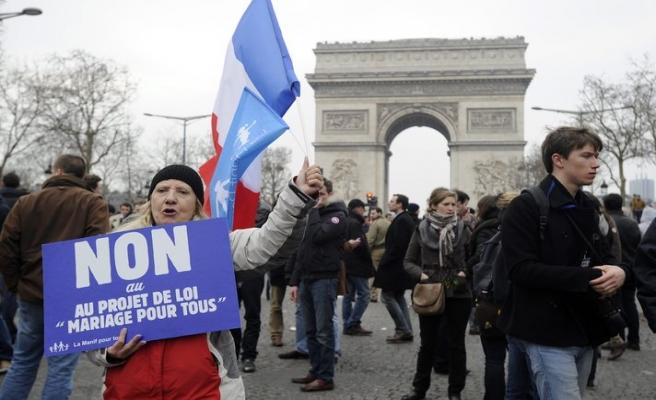 Fransa'da eşcinsel evlilik karşıtlarına gözaltı