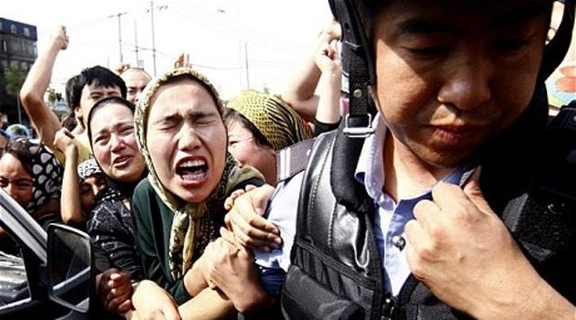 20 Uygur'a dini materyalden ağır hapis!