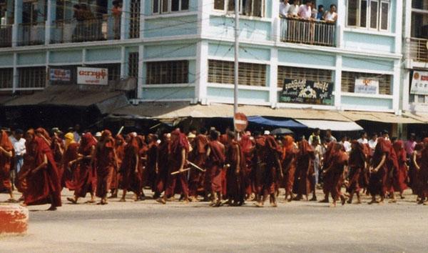 Myanmar'da İslam düşmanı Budist örgüt