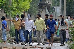 Keşmir'de protestolara karşı sokağa çıkma yasağı