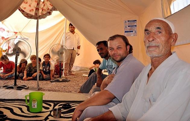 Sığınmacılar merakla olacakları bekliyor