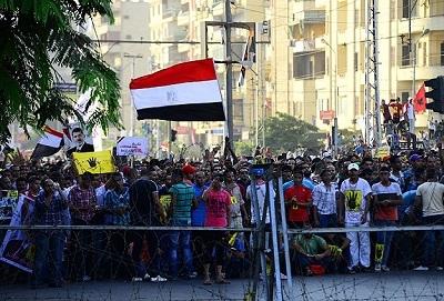 Mısır'da halk devrimini yeniden kazanıyor
