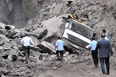 Şırnak'ta göçük, 3 işçi mahsur kaldı