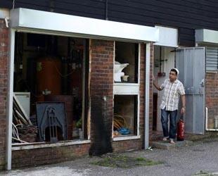 İngiltere'deki cami saldırısına üç gözaltı