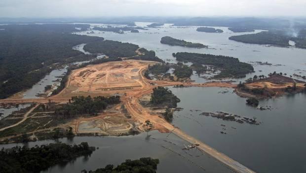 Brezilya'nın başı Kanadalı altın madeni şirketiyle belada