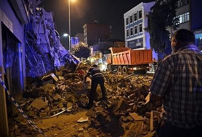 Kasımpaşa'da 4 katlı bina çöktü