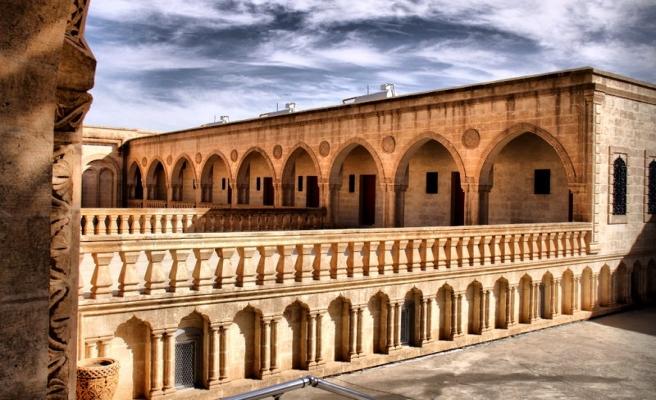 Mor Manastır ve antik eserlerin hukuki durumu / Osman Şahin