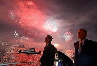 Boğaz'da havai fişekli kutlama
