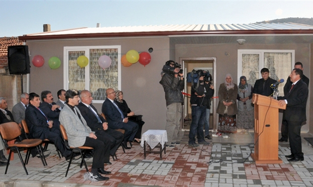 Küçücük eve 'görkemli resmi açılış töreni'