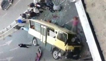 Güngören'de minibüs köprüden uçtu: 2 kişi öldü