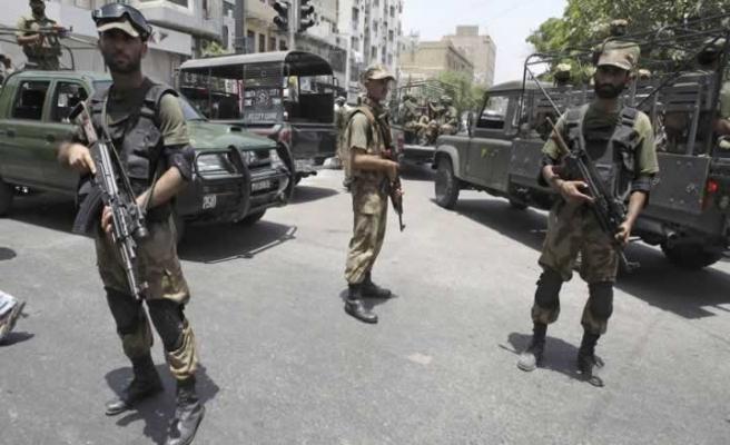 Pakistan'da namaz esnasında saldırı: 6 Ölü