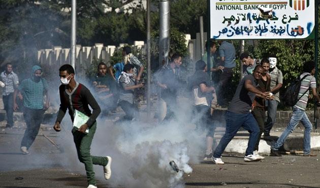 Mısır'da öğrenciler ölen arkadaşları için gösteride