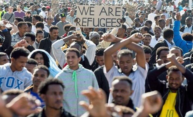 Afrikalı göçmenler Tel Aviv sokaklarında İsrail'i protesto ediyor