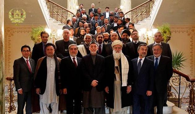 Karzai, devlet başkanı adaylarıyla görüştü