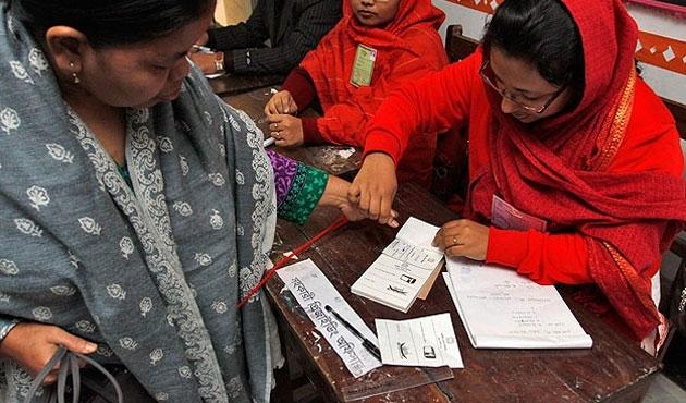 Bangladeş'te seçimler bitti tartışma bitmedi