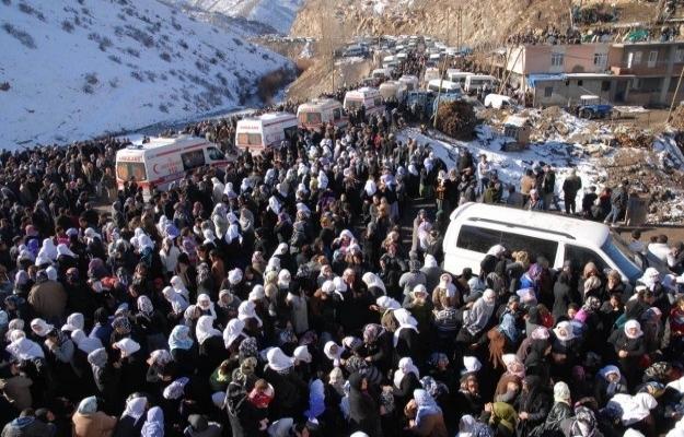 Uludere aileleri imzaları Köşk'e gönderdi