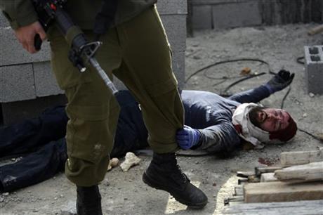 İsrail askeri bir Filistinli'yi öldürdü
